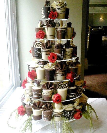 white and chocolate wedding cupcakes